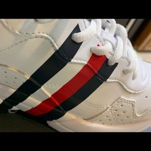 NWT Tommy Hilfiger Envoy Sneakers
